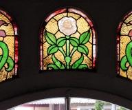 2005 - Sopot Renowacja witraży nad drzwiami wejściowymi do kamienicy